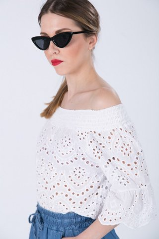 """Εικόνα της Γυναικείο Τοπ """"Carly"""" σε Λευκό Χρώμα"""