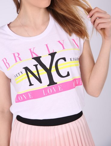"""Εικόνα της Γυναικείο Κοντομάνικο T-Shirt """"Brooklyn"""" σε Λευκό Χρώμα"""